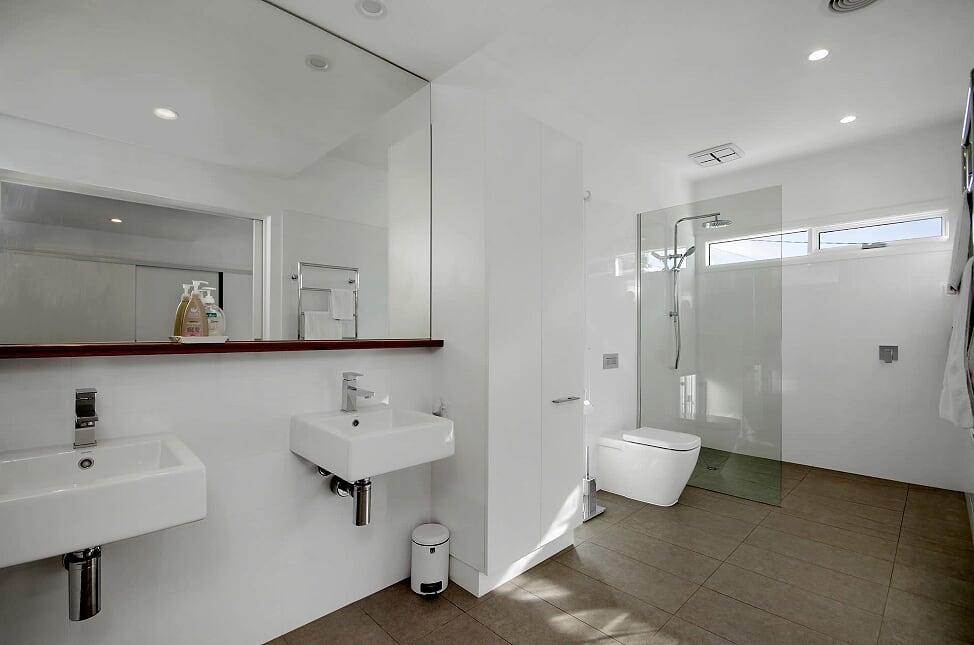 ensuite bathroom high res MAIN accessible 100 hitchcock