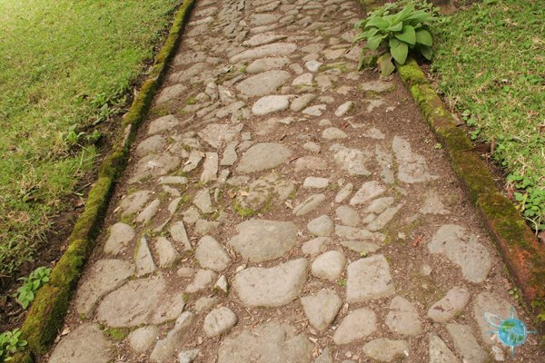 ecuador_sidewalks_highlands_2