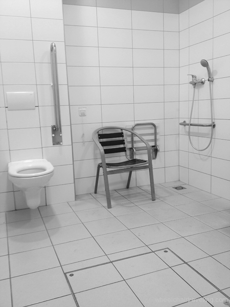 small_PragueTrainStationToilet