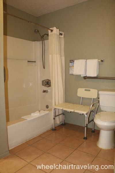 30_Quality Inn Bathroom.JPG