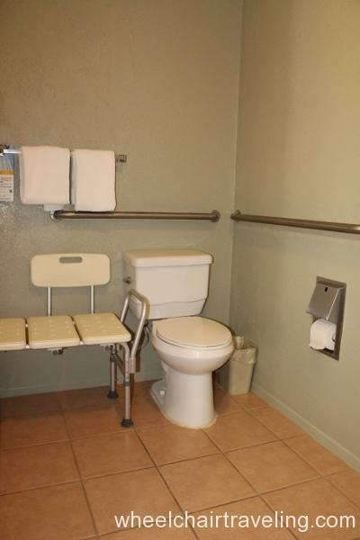 31_Quality Inn Bathroom.JPG