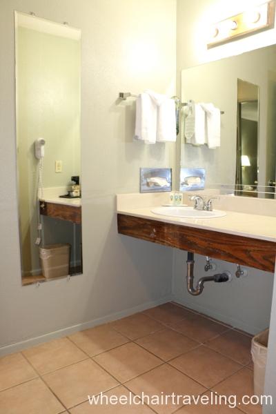 32_Quality Inn Bathroom.JPG