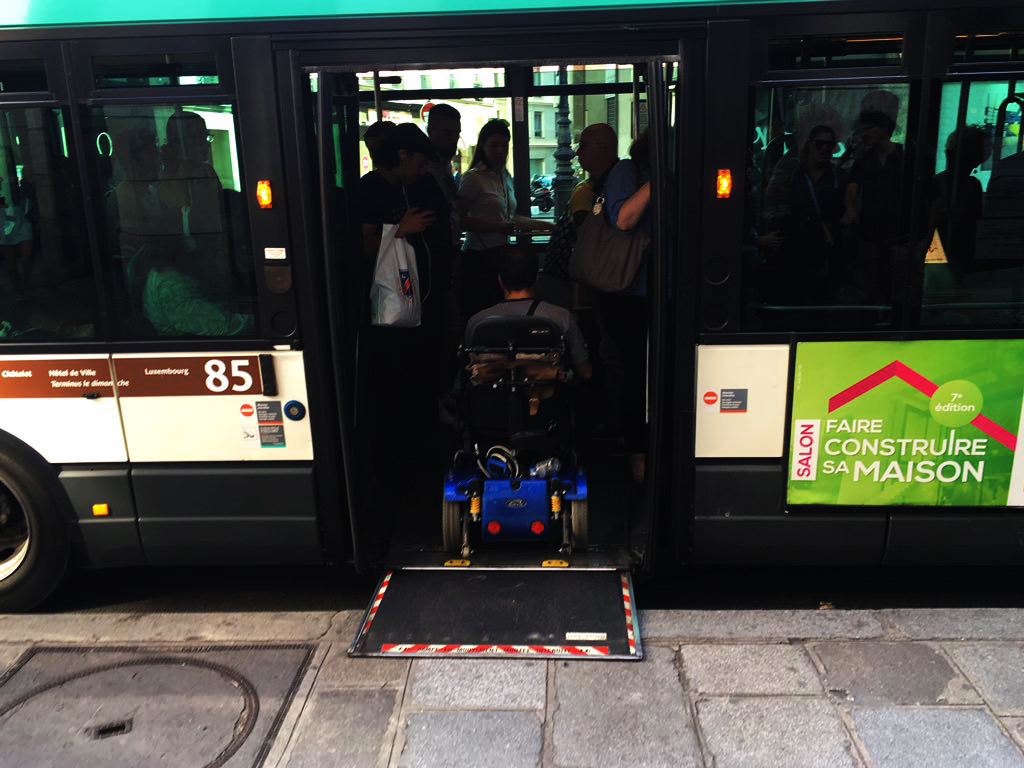 it takes less than 15 seconds to board a bus in paris photo credit Jarrett Walker twitter