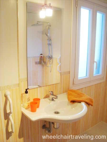 spain_property_autumn bathroom