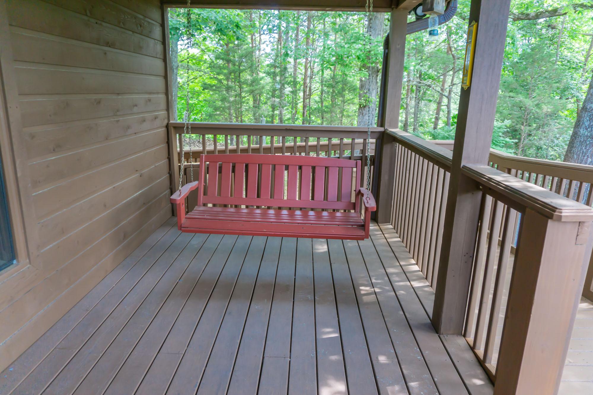 Smoky-Mountain-Splendor-front-porch-swing