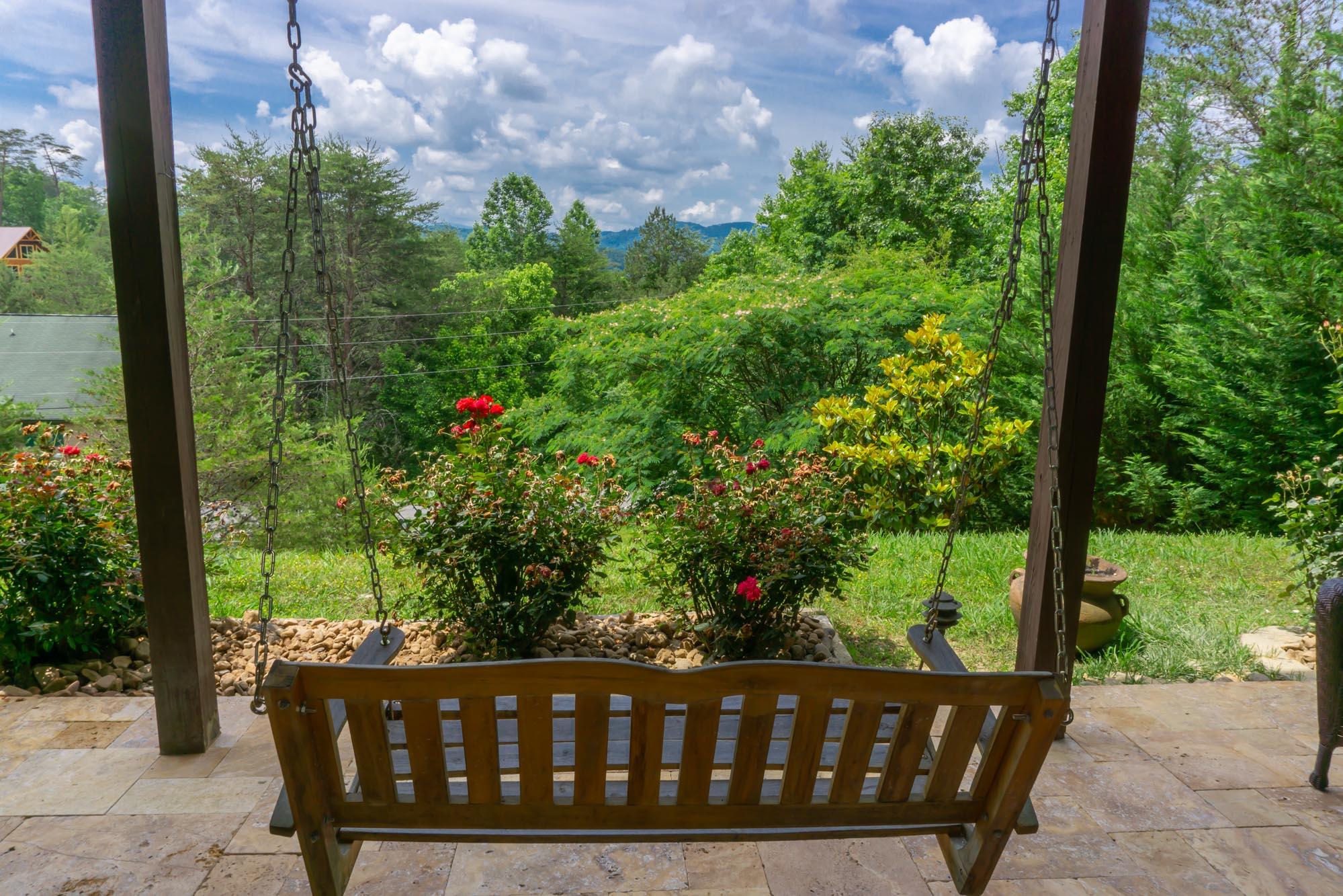 Smoky-Mountain-Splendor-patio-swing-view