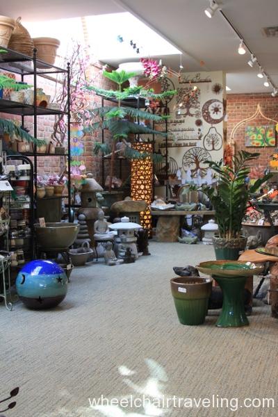 11_Gift Shop
